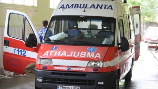 Sfârşit de săptămână încărcat pentru Ambulanţă: Peste 400 de solicitări, 4 persoane găsite decedate şi 5 accidente rutiere