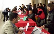 Aproape 100 absolvenţi angajaţi la Bursa locurilor de muncă