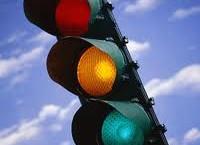 """Semafoarele """"inteligente"""", induse în eroare de maşinile parcate în preajma senzorilor de trafic"""