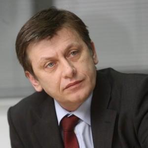 Candidaţii USL vor fi la BEJ luni după-amiază – Crin Antonescu vine la Alexandria pentru a-şi depune candidatura