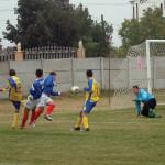 Încă un incident pe terenul de fotbal – Un jucător din Merişani i-a dat un cap în gură arbitrului!