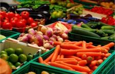 Peste 70% din legumele şi fructele controlate de CJPC Teleorman au prezentat nereguli