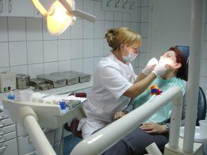 30 de stomatologi, admiși de CAS să încheie contracte în 2016