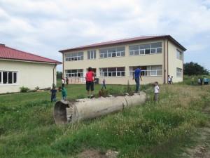 Botoroaga – Pericolele din curtea şcolii