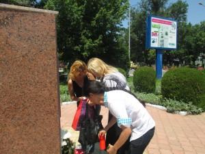 Mai mulţi alexăndreni au aprins lumânări în memoria marelui Liviu Vasilică